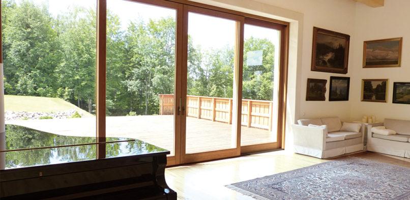 Olbrzymie okna i przeszklone powierzchnie